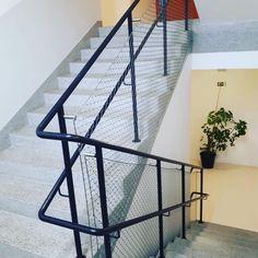 #carlstahl #nerezovesite #lankovesite #xtendmesh #vyplnzabradli #zabradli #pletivo #barieraprotipadu #schodiste #zabradli #zabradlie #nerezovesiete #architektura #mesh #net #safetymesh #bezpecnostnisit #protipadu #nerez Carl Stahl, Stainless Steel Mesh, Czech Republic, Techno, Stairs, Architecture, Home Decor, Arquitetura, Stairway