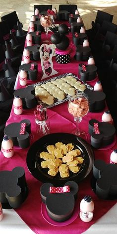 Minnie Mouse Party Table
