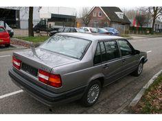 Volvo Model:940 Type:2.4 TD Gle BIJTELLINGSVRIENDELIJK Inrichting:Sedan (4 drs) Vermogen motor:122 PK Aantal cilinders:6 Bouwjaar:februari 1992 Kleur:Antraciet metallic (donker grijs metallic) Brandstof:Diesel Versnellingsbak:Handgeschakeld, 5 versnellingen Km. stand:97.500 km Cilinderinhoud:2.383 cc Max. trekgewicht:1.600 kg Inhoud laadruimte:471 liter Gemiddeld verbruik:8,4 l/100km Verbruik stad:9,4 l/100km Verbruik snelweg:6,0 l/100km BTW/Marge:Marge Prijs: € 3.500