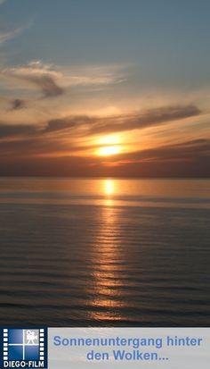 Wunderschöne Wolkenformation beim Sonnenuntergang an der Ostsee... http://diego-film.de/ ... #ostsee #meer #sonne #sonnenuntergang