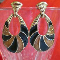 Vintage Earrings Trifari Black  gold Tone Enamel Classic Dangle Teardrop pierced #Trifari #DropDangle