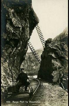 Sogn og Fjordane fylke Aurland kommune Flaamsbanen mann på dressin tidlig 1900-tall Utg C A. Erichsen