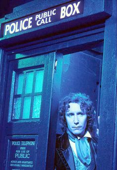 Paul McGann in a publicity photo for the TV movie. Eighth Doctor, First Doctor, Doctor In, Doctor Who Funny, Doctor Who Tardis, Bbc Tv Series, Sci Fi Series, Doctor Who Convention, Paul Mcgann