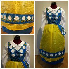 Min sverigedräkt av ikeapåsar  #IKEA #sverigedräkt #blågul #frakta #folkdräkt #sy #ikeapåse #ikeabag #Sweden #ikea #Zweden