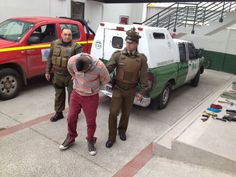 Un procedimiento policial de control de tránsito alertó a Carabineros de una camioneta sospechosa, que no se detuvo. Dicho vehículo era robado y transportaba droga para ser comercializada aparentemente en la zona sur de Santiago. Los detenidos son de Pirque y Puente Alto.