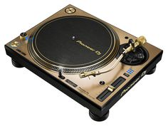 Turntablists are in for a treat with the release of limited edition gold models of the turntable and two-channel mixer for Serato DJ. Pioneer Audio, Pioneer Dj, Dj Stand, Technics Turntables, Direct Drive Turntable, Serato Dj, Dj Setup, Vinyl Record Storage, Dj Booth