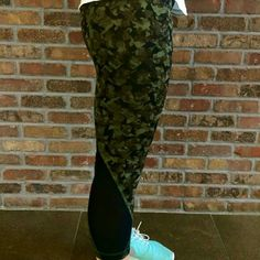 Inspire Crops Mystic Jungle Camo Size 6 EUC, worn less than 5 times, rip tag still attached Luxtreme Negotiable on Mer.car.i lululemon athletica Pants Leggings