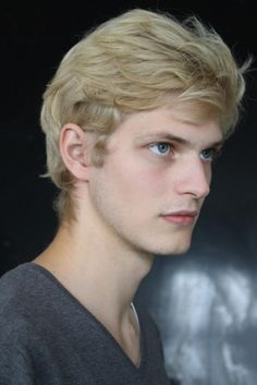 [Carlos Peters] You are so handsome. Blonde Hair Boy, Blonde Guys, Human Poses Reference, Hair Reference, Beautiful Men Faces, Beautiful Boys, Cool Haircuts, Haircuts For Men, Model Face