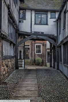 Cobbled Courtyard at the Mermaid Inn, Rye, East Sussex, England, UK Interesting Buildings, Beautiful Buildings, Beautiful Homes, Beautiful Places, British Pub, British Isles, England And Scotland, England Uk, Great Places