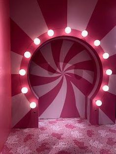 door entrence with light Photowall Ideas, Tout Rose, Store Design, Display Design, Booth Design, Candyland, Visual Merchandising, Wall Collage, Event Design