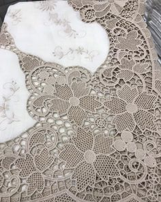Gold Embroidery, Linens And Lace, Needle Lace, Cross Stitch Designs, Milan, Instagram, Women, Romanian Lace, Hand Embroidery