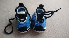 Adidaski z wełny. Rozmiar 9-10 cm.