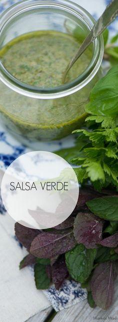 Hjemmelavet salsa verde er så nemt at lave og smager helt forrygende dejligt. Opskrift fra Marinas Mad
