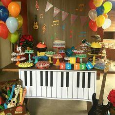 Imagem relacionada Music Theme Birthday, Rockstar Birthday, Music Themed Parties, Birthday Weekend, Baby First Birthday, 2nd Birthday Parties, Music Party Decorations, Birthday Party Decorations, Glow Stick Party