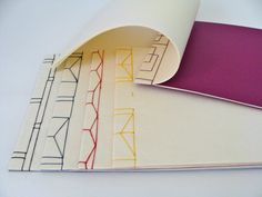 Julie Auzillon: couture japonaise Plus Cardboard Paper, Diy Paper, Diy Arts And Crafts, Book Crafts, Japanese Stab Binding, Bookbinding Tutorial, Vow Book, Portfolio Book, Diy Notebook