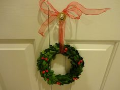 Twig Wreath, Berry Wreath, Green Wreath, Wreath Crafts, Holiday Wreaths, Holiday Decorations, Preserved Boxwood, Ribbon, Band