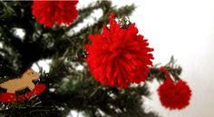 Mais uma da minha árvores #pompom #DIY ornaments christmas