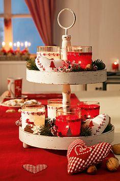 mini weihnachtssterne auf der etagere weihnachten pinterest deko etageren und etagere. Black Bedroom Furniture Sets. Home Design Ideas