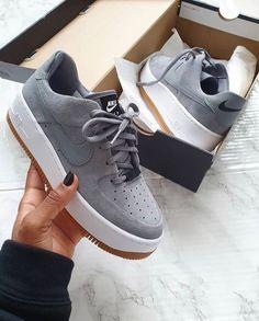Dr Shoes, Cute Nike Shoes, Tennis Shoes Outfit, Cute Nikes, Hype Shoes, Nike Tennis Shoes, Shoes Cool, Nike Custom Shoes, Purple Nike Shoes