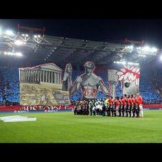 Mosaico de la hinchada de Olympiakos.Tremendo.