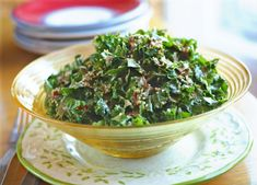 Crazy Simple Raw Kale Salad, a quick and easy side or main dish that is and perfect for an anti diet. Delicious Vegan Recipes, Raw Food Recipes, Dinner Recipes, Healthy Recipes, Healthy Treats, Keto Recipes, Leafy Salad, Kale Salad, Soup And Salad