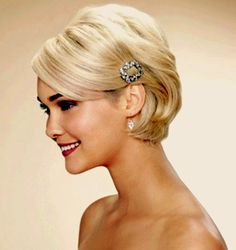 Image detail for -short wedding hair styles Romantic Wedding Hair Styles With . Romantic Wedding Hair, Wedding Hair And Makeup, Wedding Hair Accessories, Hair Wedding, Hairstyle Wedding, Wedding Hairdos, Bride Makeup, Trendy Wedding, Wedding Bride