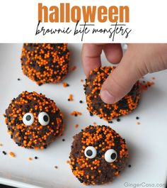 Make these easy, cute Brownie Bite Monsters for Halloween!! #Halloween #Halloweensnacks #brownie Halloween Brownies, Halloween Snacks, Halloween Halloween, Favorite Holiday, Holiday Fun, Fall Recipes, Holiday Recipes, Creepy Food, Hanukkah Food