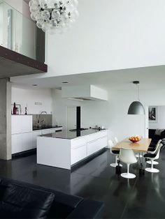 Cozinha branca Arquiteto: Pierre Minassian Fotógrafo: Richard Powers Fonte: Elle Decoration UK Dezembro 2013