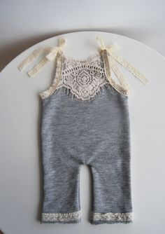 Newborn Strampler Neugeborene Hose mit von LovelyBabyPhotoProps Newborn Romper Newborn Pants with by Fashion Kids, Baby Girl Fashion, Suspender Pants, Romper Pants, Shorts, Girls Rompers, My Baby Girl, New Baby Products, Baby Kids