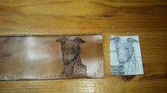 preparando una cartera para un amante de los galgos. Si deseais personalizar vuestra cartera poneos en contacto con nosotros 602260138. www.cueroarte.com