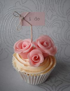 Sugar Ruffles, Elegant Wedding Cakes. Barrow in Furness and the Lake District, Cumbria: 'I do' Wedding Cupcakes