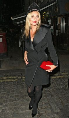 Kate Moss Wearing Lulu Guiness Red lips clutch http://www.graziadaily.co.uk/fashion/news/kate-moss-cara-delevingne-burberry-london-fashion-week