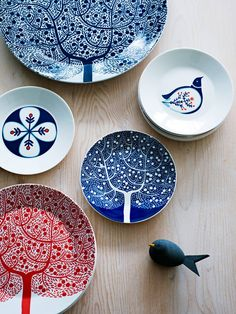 Buy direct from Royal Doulton for all of the latest dinnerware, table sets, crockery, glasses and drinkware, home accessories and kitchen essentials. Pottery Painting, Ceramic Painting, Ceramic Art, Ceramic Plates, Ceramic Pottery, Decorative Plates, Cerámica Ideas, Craft Ideas, Keramik Design