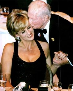 12 December Jack Hausman, Co-founder of The United Cerebral Palsy (UCP) kisses Princess Diana shortly after she won The UCP Humanitarian Of The Year Award in recognition of her charity work, at a black-tie benefit gala in New York's Hilton Hotelأ Diana Spencer, Lady Spencer, Princess Diana Fashion, Princess Diana Pictures, Lady Diana, Princess Of Wales, My Princess, British Nobility, Prince William And Harry