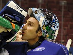 Florida Panthers: Roberto Luongo Not Enough, More Help is Needed - http://thehockeywriters.com/florida-panthers-roberto-luongo-enough-help-needed/