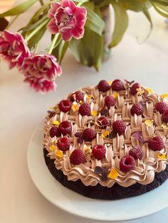 Chokorona - en rigtig drøm af en chokoladekage - Annemettevoss Sweet Recipes, Cake Recipes, Fancy Desserts, Crazy Cakes, Sweets Cake, Mousse Cake, Cream Pie, Bread Baking, Let Them Eat Cake