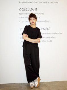 舟山久美子♡くみっきーさんのシャツ/ブラウス「MICOAMERI プリーツブラウス」を使ったコーディネート