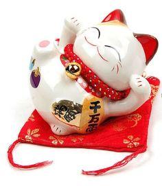 Maneki Neko - petite statue de chat japonais, couché à droite - feng shui porte-bonheur et tirelire Goodwei http://www.amazon.fr/dp/B00ECHCQBI/ref=cm_sw_r_pi_dp_rIVDub1TZ9BCR