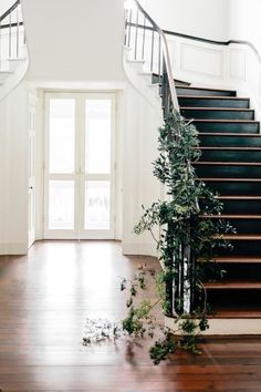 simple stair garland. beautiful and clean for the holidays