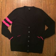 Pink Tartan navy and pink preppy cardigan Worn only a few times. Pink Tartan size XL very dark navy and pink long sleeve buttoned cardigan. Bundle and save! 🎉 🎉 Pink Tartan Sweaters Cardigans