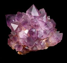 Amethyst It is used as a dream stone and to help insomnia. Put an amethyst under your pillow to bring about pleasant dreams, or rub it across your forehead to offer relief from a headache.