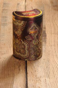 Orient Delight. Basilur Thé Collection. Une infusion corsée, d´un rouge prononcé avec une légère note de miel.