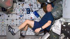 Suomalaissukulainen astronautti Timothy L.Kopran elämään kansainvälisellä avaruusasemalla voi tutustua seuraamalla miehen Twitter-tiliä.