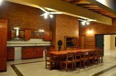 Area de quincho, el ogavyguasú (Espacio aireado bajo techo) con otra cocina, parrilla, horno a leña.