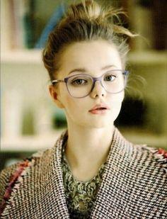 Moños y recogidos retro para las gafas de estilo ojos de gato o mariposa, cortes masculinos y rectos para las monturas grandes o un bob asimétrico para las lentes más finas y discretas...