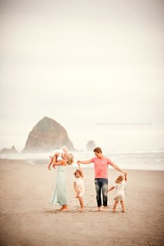 Borders Family :: {Cannon Beach, Haystack Rock, Lifestyle Family Photographer}