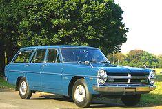 Nissan Prince Gloria V 1969  車には全く興味なくて走ればいいと思っている私。車のデザインとか性能とかには100%無知で、はっきりいってどうでもよく、日産プリンスは、ただただ、造形物としてフォルムが美しい!!