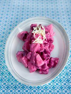 Rødbedesalat med æble og peberrod En dejlig salat med fin farve fra Familie Journals Slankeklub