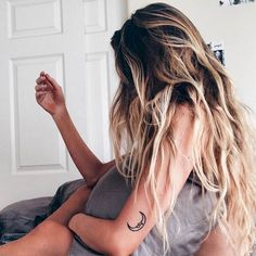 Beach Hair :: Natural Waves :: Brunette + Blonde :: Summer Highlights :: Messy Manes :: Long Locks :: Discover more DIY Easy Hairstyle Photography + Style Inspiration Messy Hairstyles, Pretty Hairstyles, Winter Hairstyles, Hair Inspo, Hair Inspiration, Corte Y Color, Dream Hair, Hair Dos, New Hair