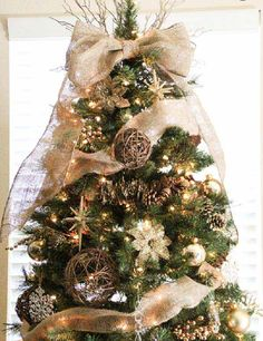 Christmas Tree Topper with Burlap | 35 Beautiful DIY Decorating Ideas You Could Do With Burlap